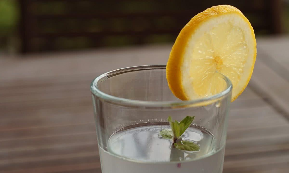Woda z cytryną – na oczyszczenie i odchudzanie!