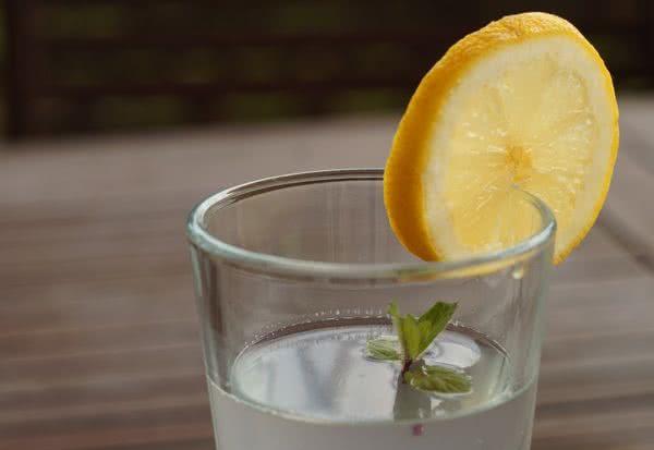 Woda z cytryną - na oczyszczenie i odchudzanie!