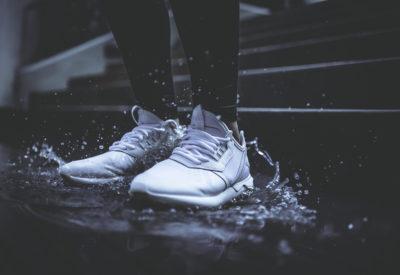 Buty na zmienną pogodę, które sprawdzą się i w deszczu i w słońcu