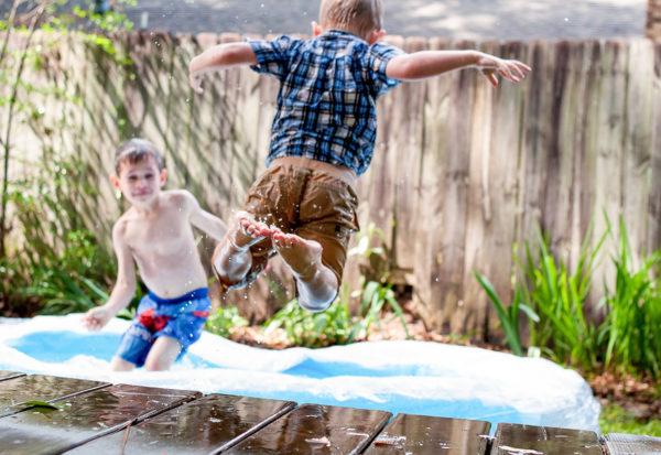 Dziecko samo w domu – kiedy można zostawić i o co zadbać?