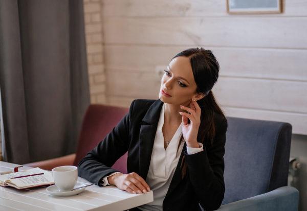 Fryzurowy dresscode - jak uczesać się do biura?