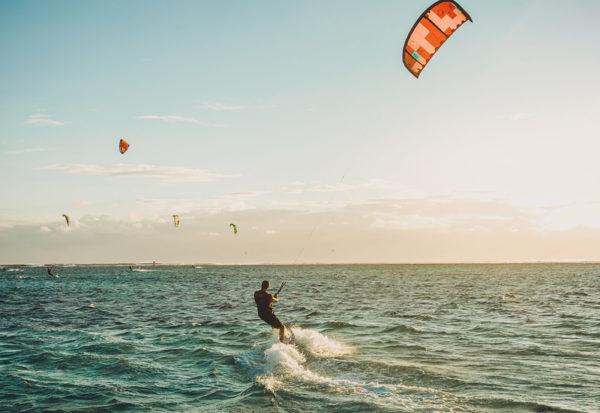 10 najlepszych miejsc do Kitesurfingu w Polsce