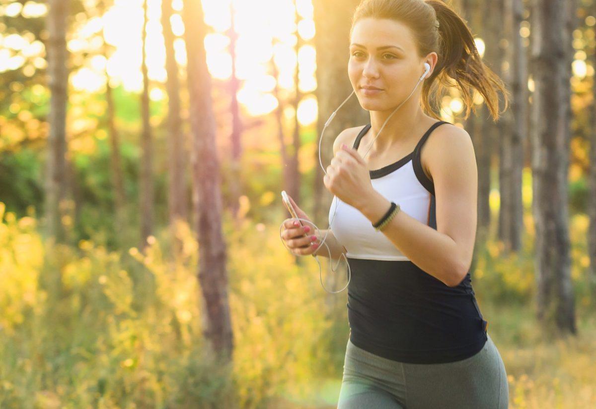 Wiosna na sportowo – modne stylizacje dla aktywnych kobiet