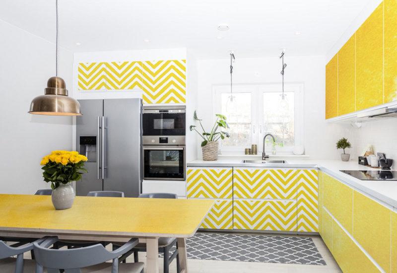 Biało żółta aranżacja kuchni