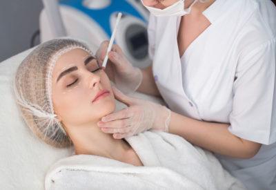 Jak pozbyć się worków pod oczami i poprawić wygląd powiek?