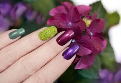Elektryzujące kolory na paznokciach – trzy propozycje na jesień!