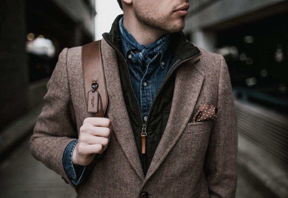 Płaszcz czy kurtka? Wierzchnia elegancja na chłodne dni