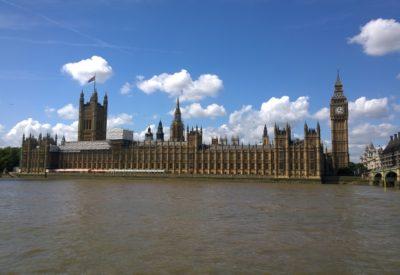 Wysyłka paczki do Anglii jest prostsza i szybsza niż myślisz