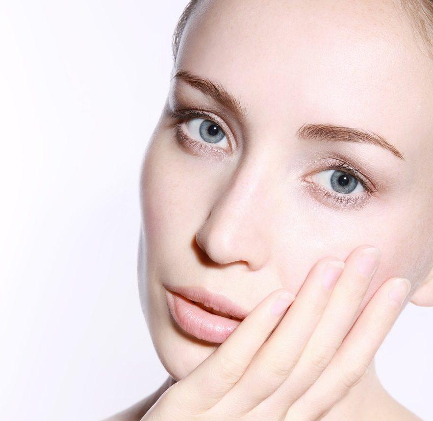 Krem pod oczy – podstawa codziennej pielęgnacji twarzy