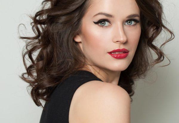 Kredka do oczu – jak ją wykorzystać w codziennym makijażu