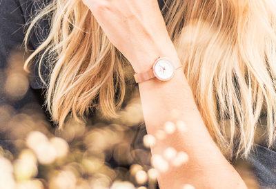 Najmodniejsze zegarki damskie na sezon wiosna/lato 2020 - to się teraz nosi!