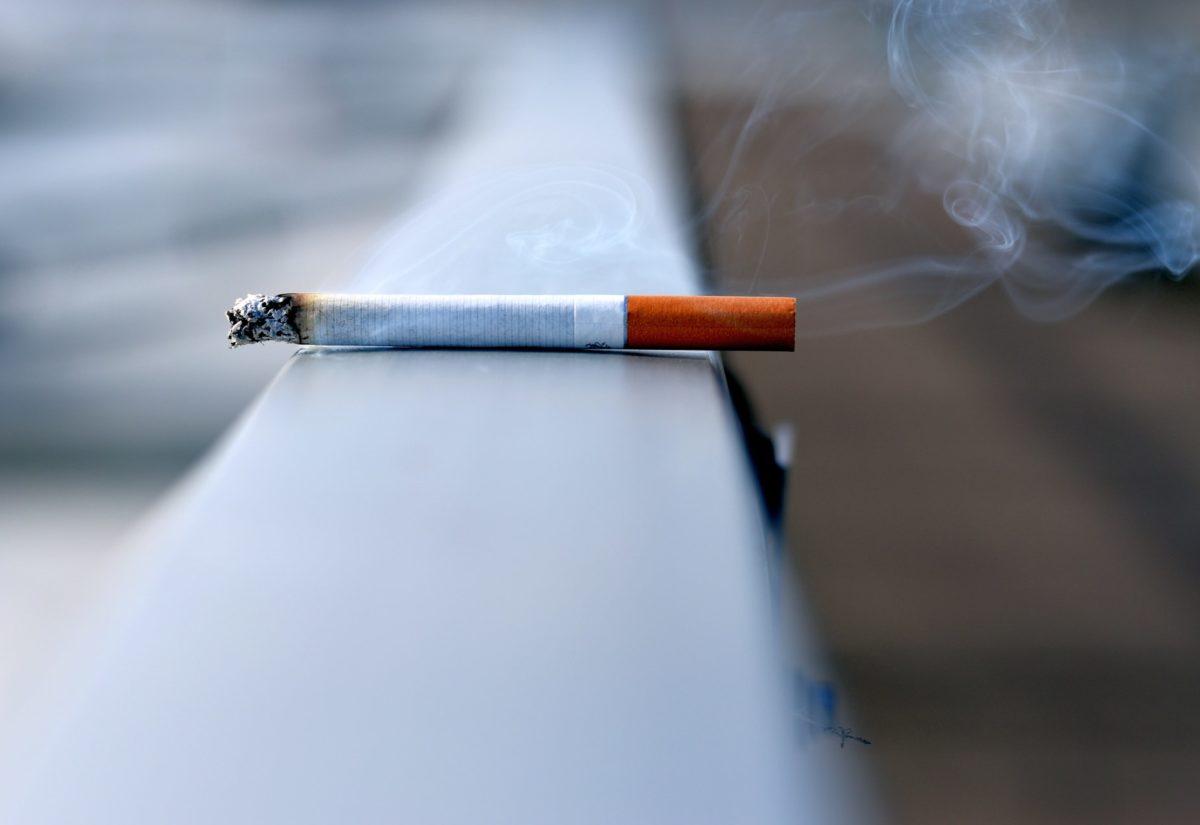 Pułapki, które czyhają na osoby, które chcą rzucić palenie. Jak ich uniknąć?