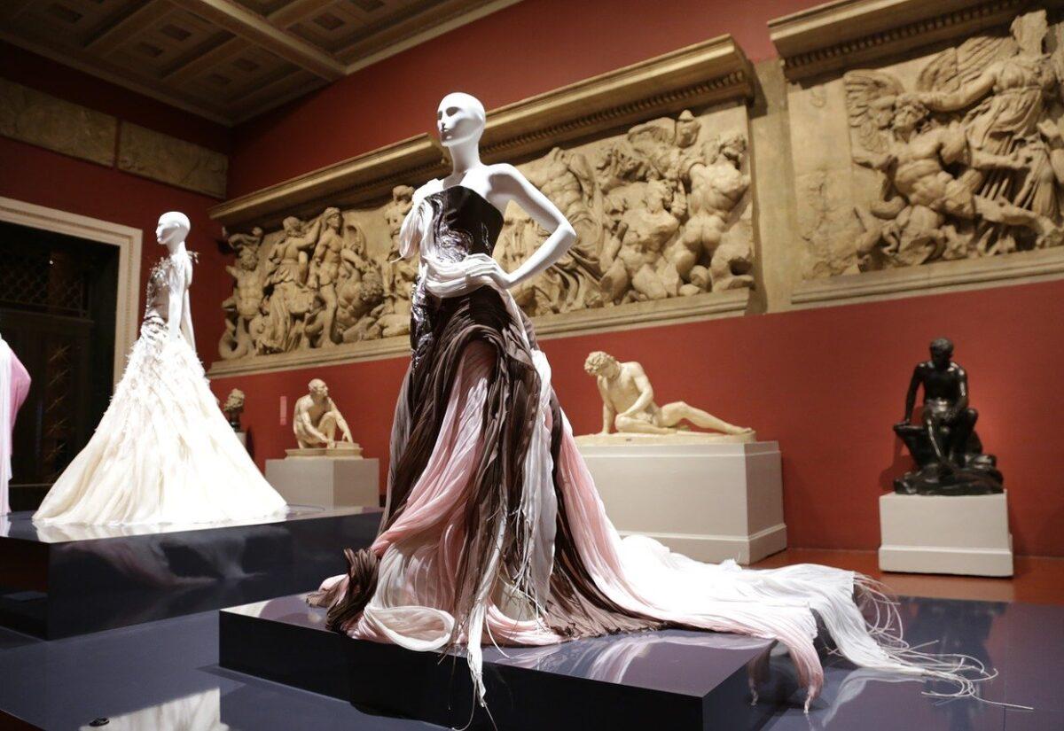 Jakie sukienki zmieniły świat mody?