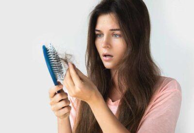 Sprawdzone sposoby na wypadanie włosów - poznaj przyczyny tych zaburzeń i sprawdź jak radzić sobie z nieprzyjemnym problemem