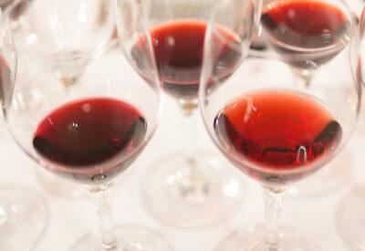 Czy wino bezalkoholowe to jeszcze wino? Jak smakuje i dla kogo jest wino bez alkoholu?
