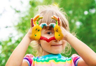 Chcesz kupić NNW dla dziecka w szkole? Te oferty mogą być lepsze od ubezpieczenia grupowego