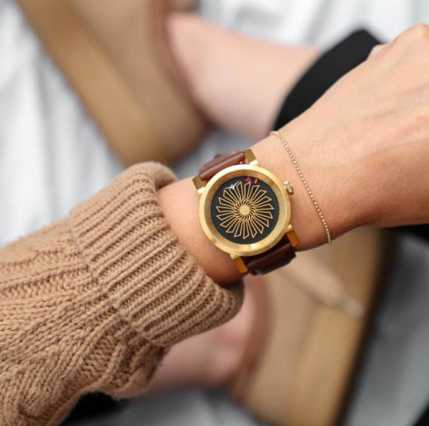 Zegarki damskie – szczegóły o wielkiej mocy. Sprawdź, jak możesz zmienić swoją stylizację!