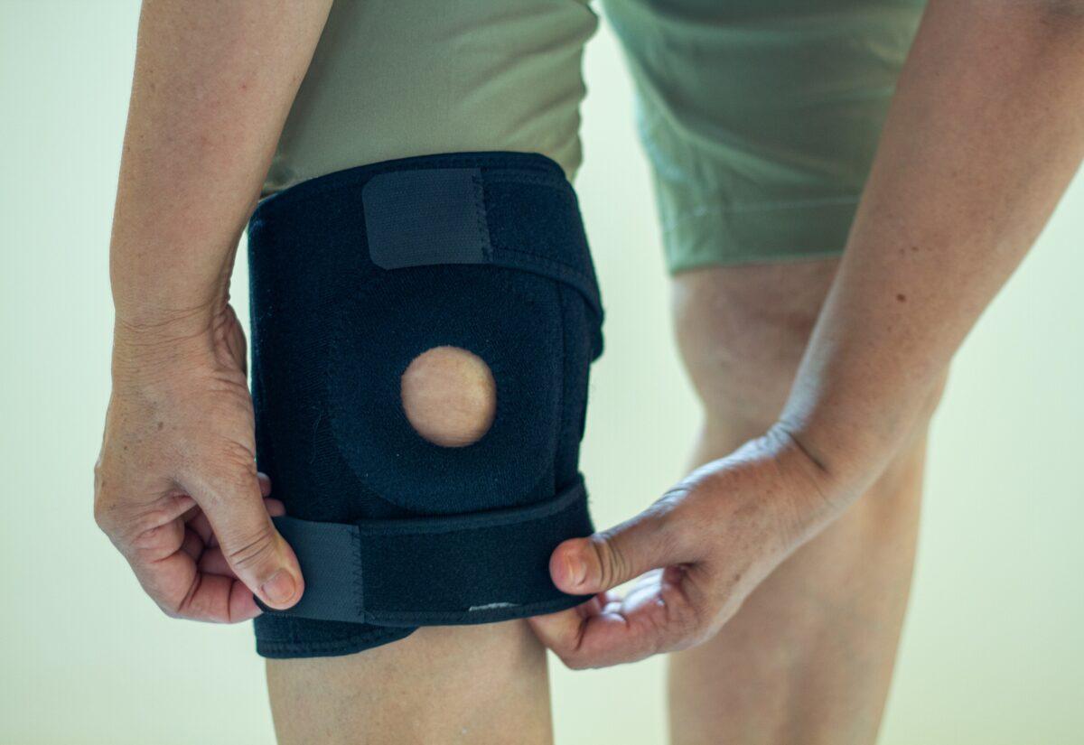 Orteza na kolano – kiedy i komu może się przydać?