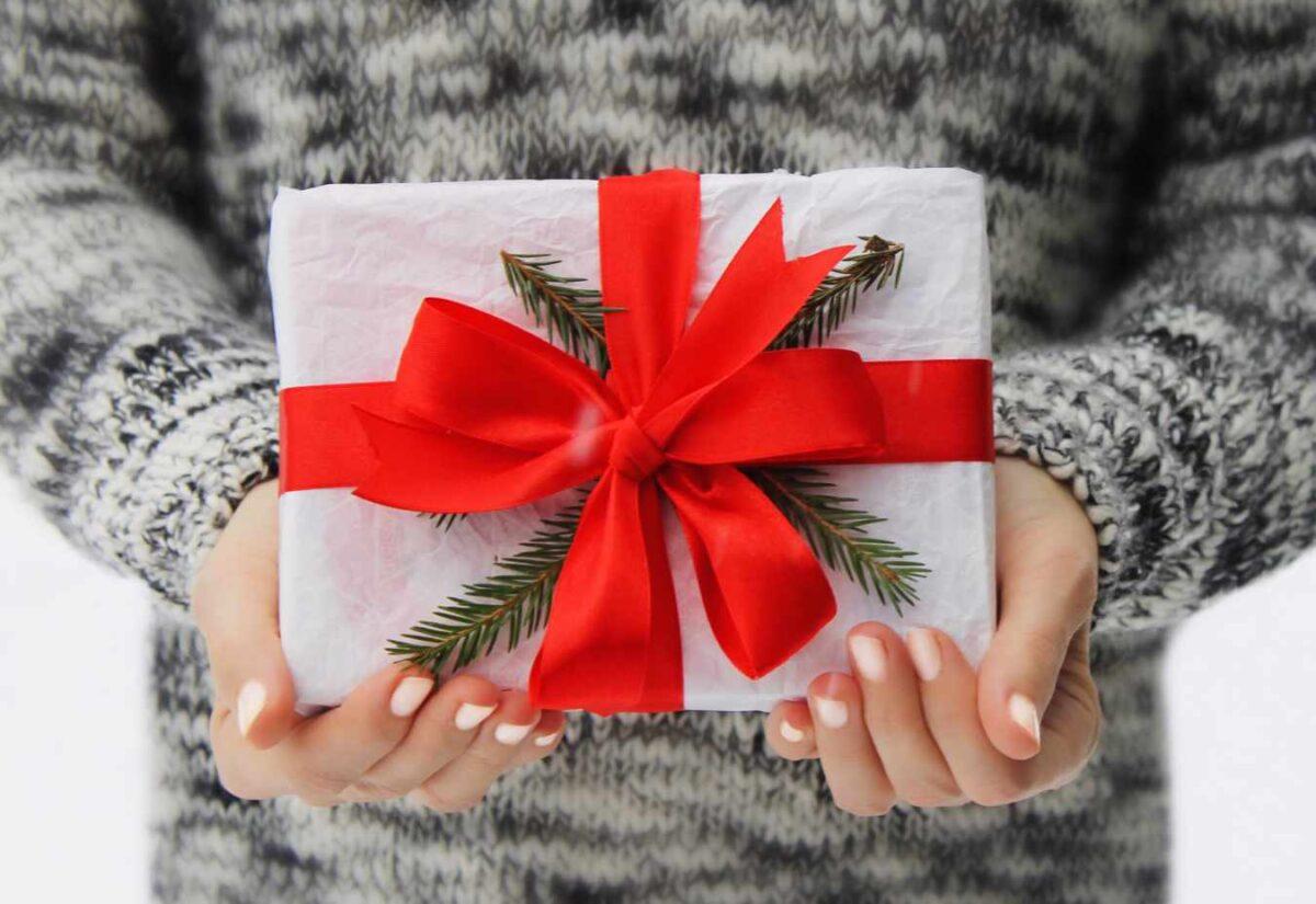 Karta podarunkowa – jakie korzyści płyną z wybrania jej na prezent?