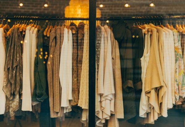 Modne ubrania i bielizna dla każdej kobiety