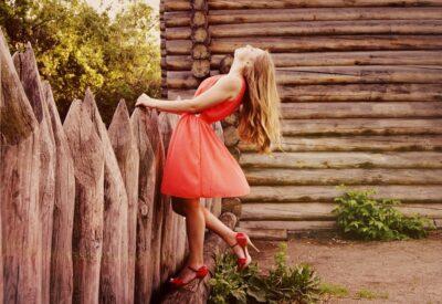 Sukienka koktajlowa - jak wygląda, gdzie kupić, na jakie okazje?