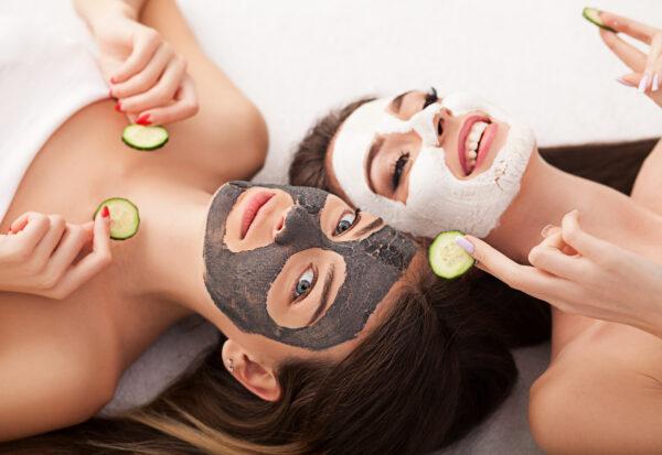 Szukasz prezentu z okazji Dnia Kobiet? 5 propozycji najlepszych zestawów kosmetyków