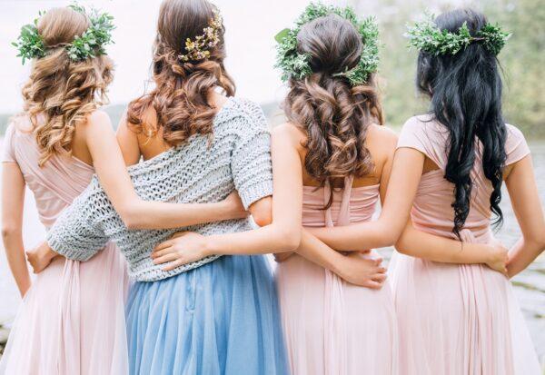 Sukienki na wesele na wiosnę 2021: 6 stylowych propozycji