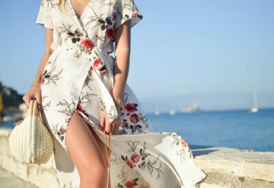Modne sukienki koktajlowe na lato czyli feeria barw i deseni