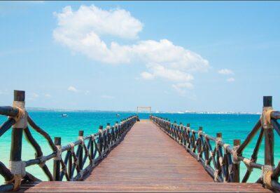 Turkusowa woda i piękne widoki – zobacz, dlaczego warto odwiedzić Zanzibar!