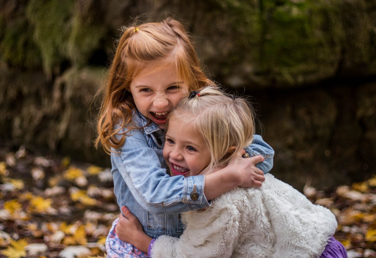 Ubrania dla dziewczynek – 3 obowiązkowe elementy w garderobie każdej młodej damy