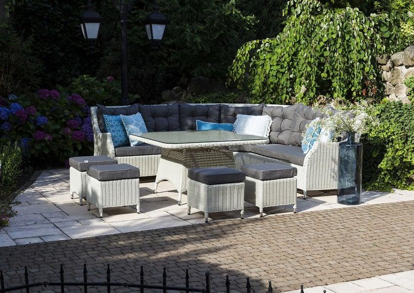 Białe meble ogrodowe, czyli salon na świeżym powietrzu