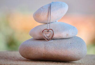 Biżuteria ze stali chirurgicznej - 3 rzeczy, które warto wiedzieć
