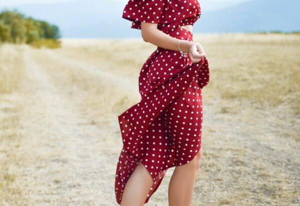 Najmodniejsze sukienki na lato 2021 – 3 propozycje