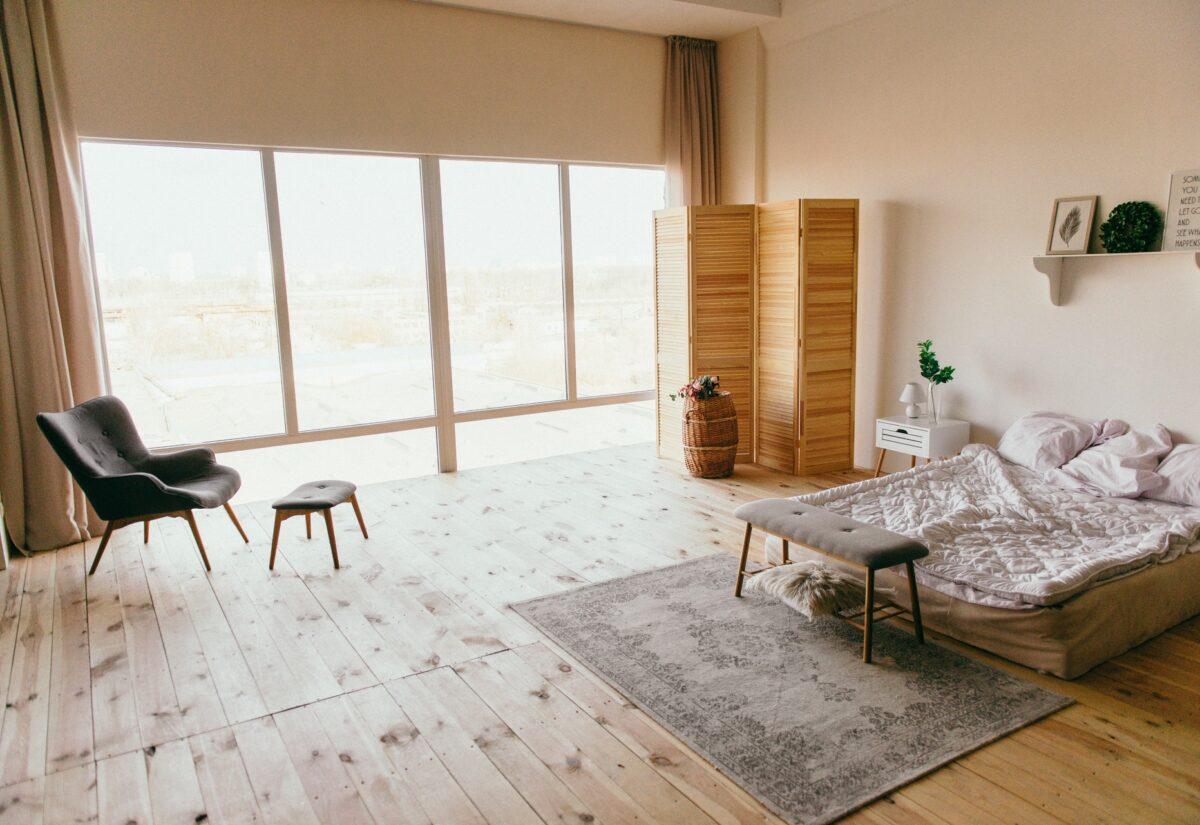 W jakich wnętrzach warto zaaranżować dywan?