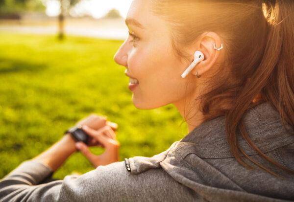 Idealny smartwatch dla aktywnej kobiety - zwróć uwagę na te parametry przy wyborze