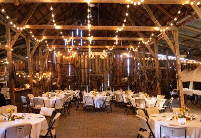 Jak urządzić wesele w stylu rustykalnym? Poznaj znaczące wskazówki!