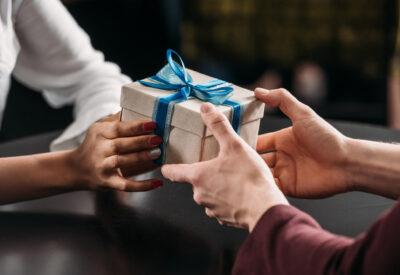 Szukasz prezentu na rocznicę związku? Oto ciekawe propozycje