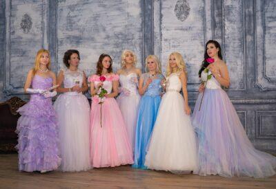 Sukienki – modele must have na jesień 2021