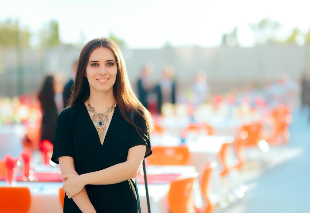 Hostessa – kto to, czym się zajmuje i jak zostać hostessą?