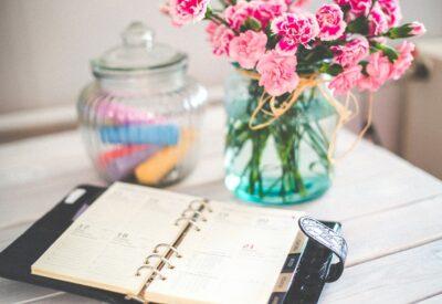 Kalendarze z logo, firmowe słodycze, karty RFID, czyli prezenty, z których ucieszy się każdy klient!