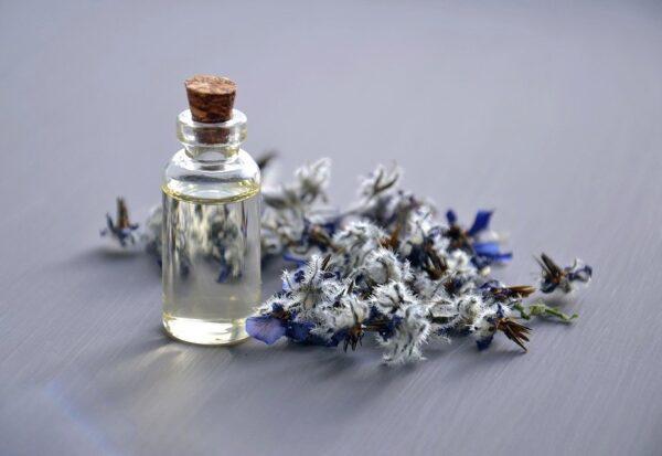 Czym różnią się kosmetyki naturalne od konwencjonalnych?