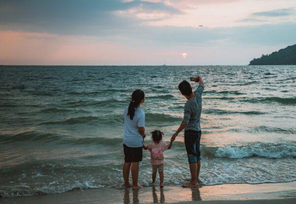 Gdzie jechać z dzieckiem na wakacje - morze czy góry?