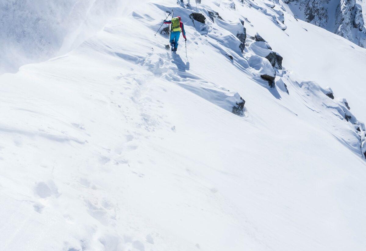 Kurtka narciarska – jak ją wybrać by zapewniała maksimum komfortu