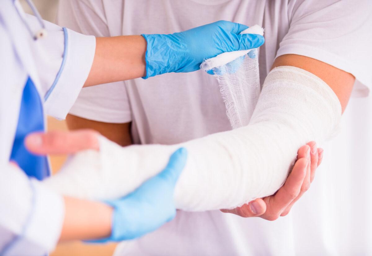 Złamana ręka i co dalej? Uzyskiwanie odszkodowania w przypadku złamania