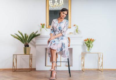 Eleganckie sukienki damskie – stwórz modny look do pracy