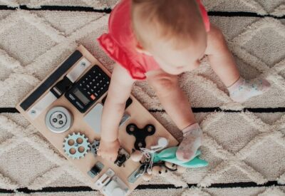 Tablica manipulacyjna - pomysł na oryginalny prezent dla dziecka