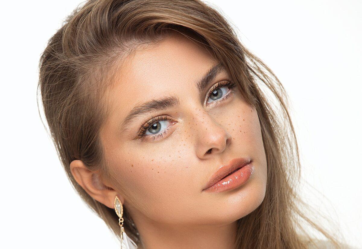 Laserowe zamykanie naczynek na twarzy – sposób na odmłodzenie zaczerwienionej cery